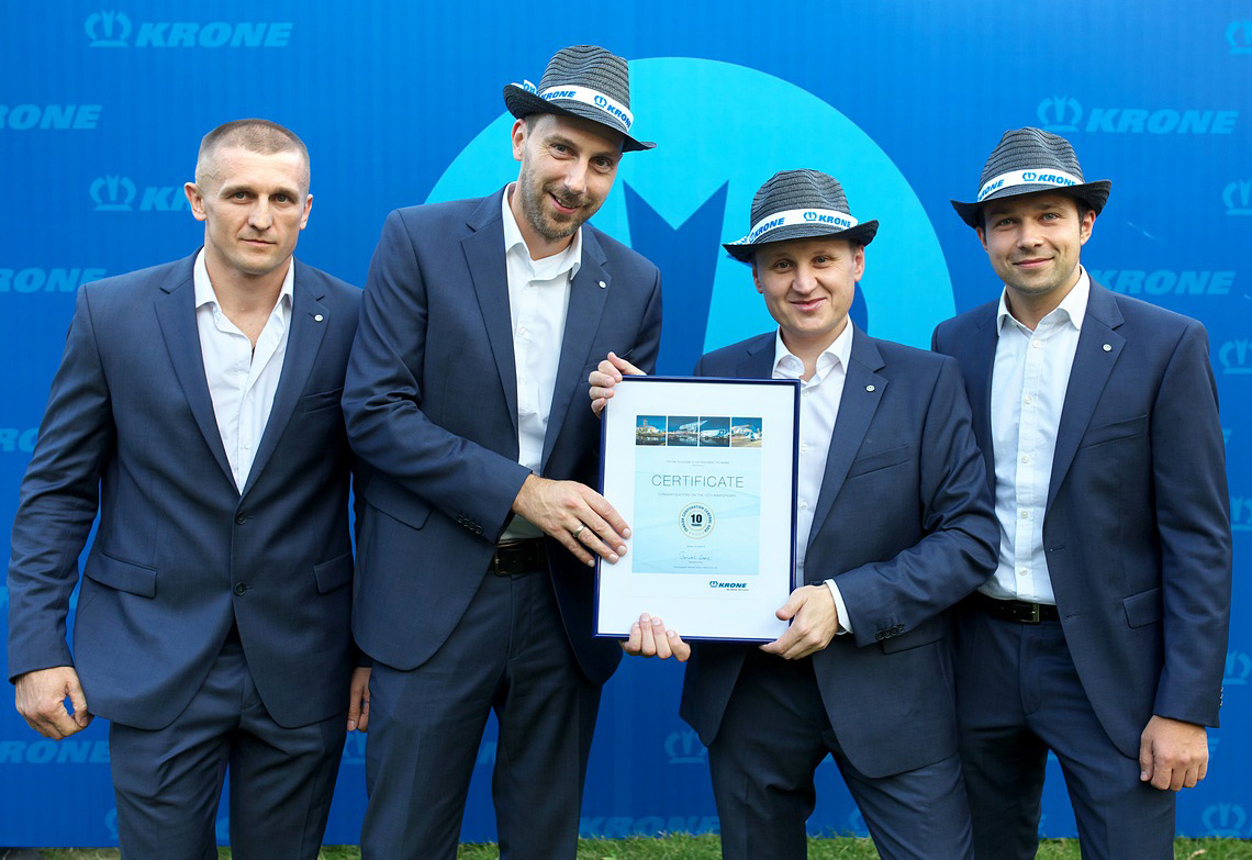 10 years of Krone in Kazakhstan were celebrated (from left to right): Vitaliy Vоlf, Service Manager TCCA; Andreas Arns, Head of Division Krone; Igor Goiko, Sales Director TCCA & Eugen Derksen, Area Sales Manager Krone